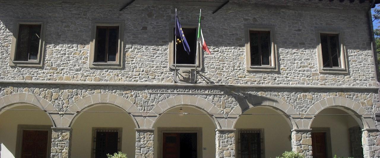 <a href='dettagli.aspx?c=20&sc=2&id=10&tbl=news'><div class='slide_title'><h3>Chiusi della Verna e Serravalle: si festeggia il gemellaggio!</h3></div><div class='slide_text'><span>Il Comune di Chiusi della Verna e quello di Serravalle, nella Repubblica di San Marino, sono gemellati da trent'anni. Per rinnovare quel legame di amicizia, domenica 30 luglio una delegazione della Re ...</span></div></a>