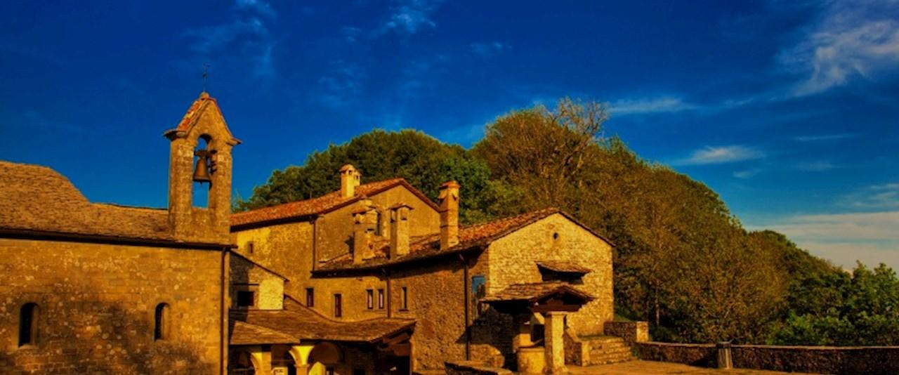 <a href='dettagli.aspx?c=20&sc=2&id=1&tbl=contenuti'><div class='slide_title'><h3>Semplicemente Chiusi della Verna</h3></div><div class='slide_text'><span>Un territorio unico, al centro del Parco nazionale delle Foreste Casentinesi, ricco di storia e di curiosità. Il Comune di Chiusi della Verna racchiude in sè lo spirito e la millenaria cultura italian ...</span></div></a>